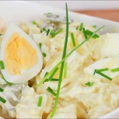 Kartoffelsalat mit Mayonnaise und Eiern