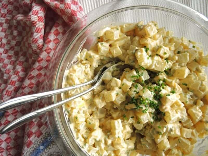 Falscher low carb Kartoffelsalat – proteinreiches Rezept mit Kohlrabi