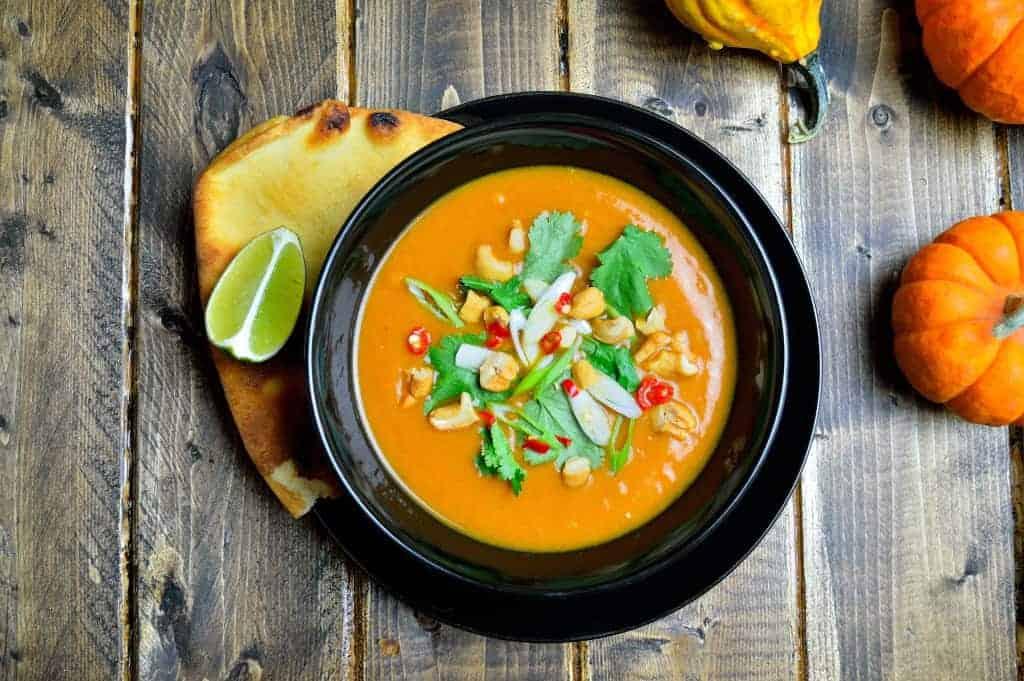 Würzige Kürbissuppe mit Ingwer und Curry – leichtes Rezept