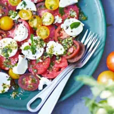 Tomatensalat mit Ziegenkäse