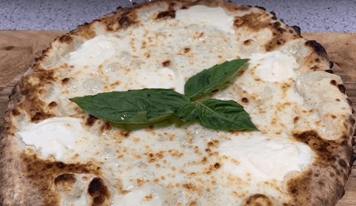 Pizza Bianca – einfach ein Käsefest in 25 Minuten