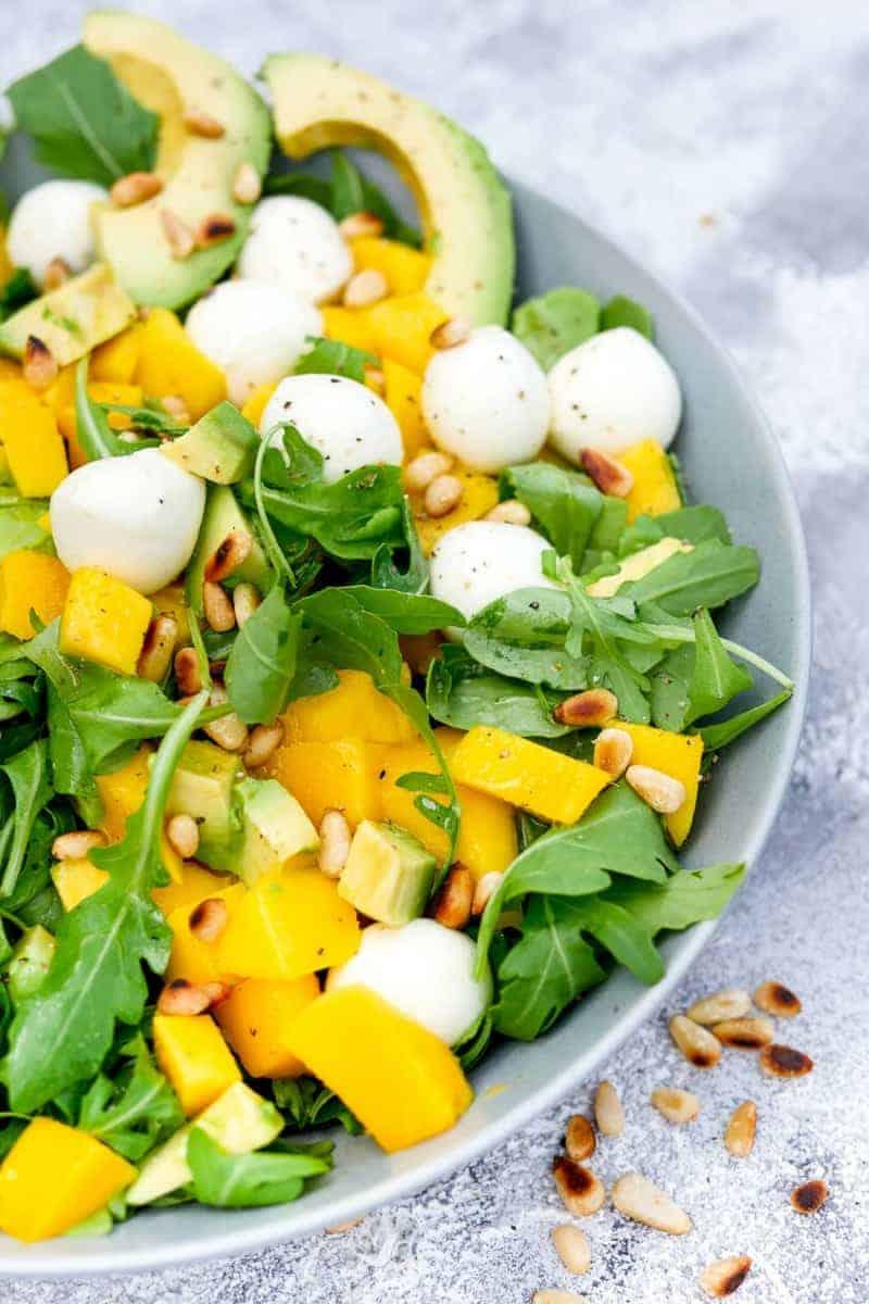 Avocado Rezepte: exotischer Avocado-Salat mit Rucola und Mango