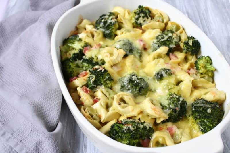 Schneller Brokkoli Auflauf mit Tortelloni und Gorgonzola-Käse