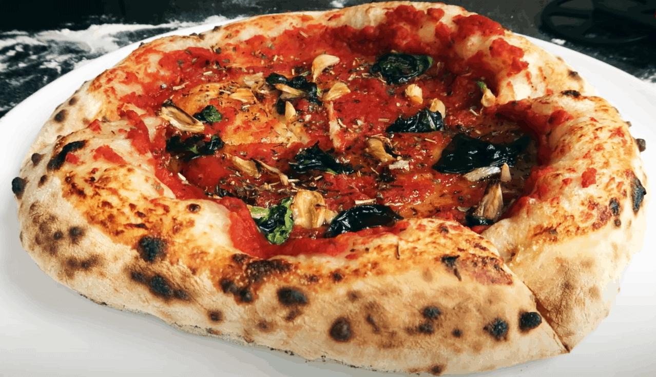 Klassische Pizza Marinara ohne Meeresfrüchte