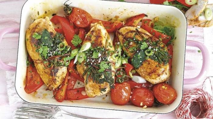 Hähnchenbrust mit Kirschtomaten und Kräutern: ein Rezept zum Verlieben