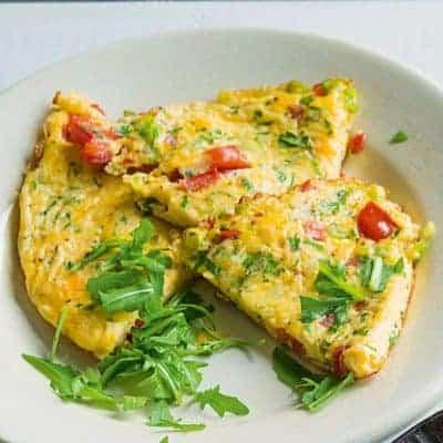 Omelett mit Tomaten und Käse