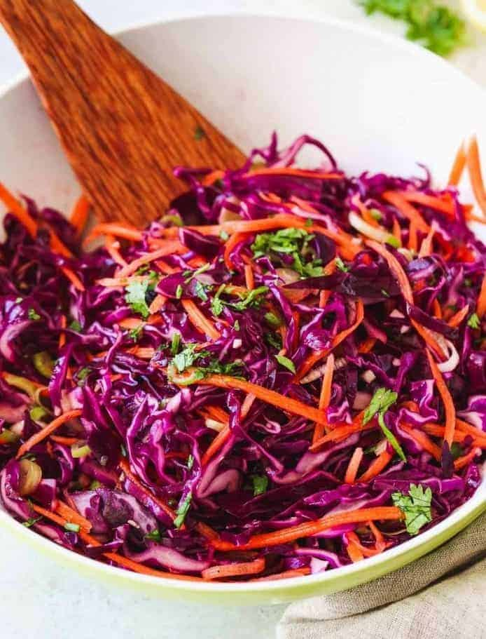 Gesunder Rotkohl-Salat in 10 Minuten – bunt und erfrischend