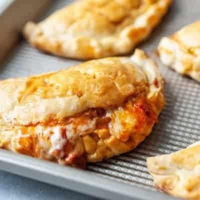 gebackene Peperoni Pizzataschen