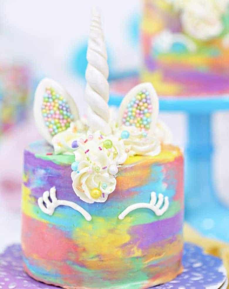 Einhorn-Torte – tolle farbenfrohe 16 Portionen