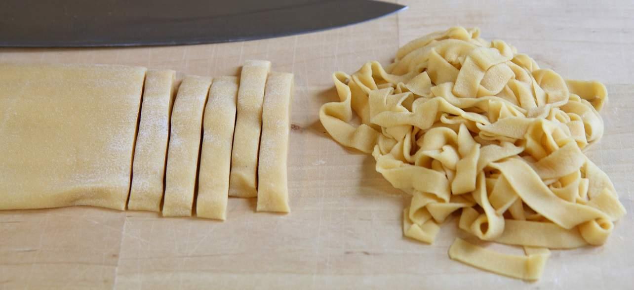 Tagliatelle, simples Rezept für hausgemachte Pasta