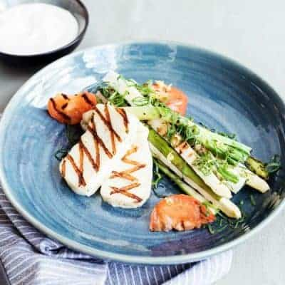 Halloumi mit Knoblauch Sauce und Gemüse