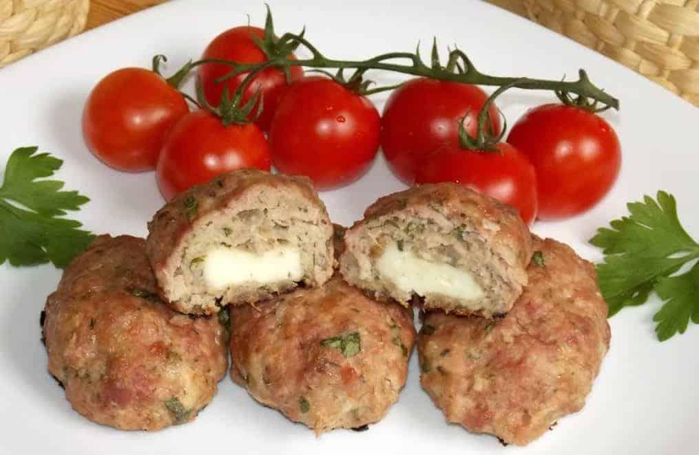 Bifteki- eine köstliche, griechische Fleisch-Spezialität