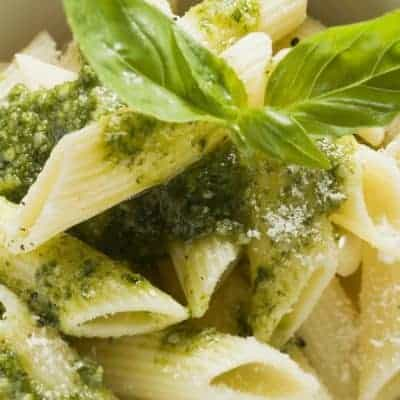 Nudeln mit Basilikum Pesto