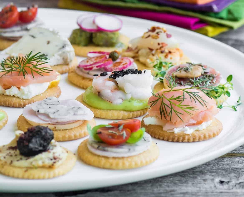 Canapés mit Crackern perfekt für Ihre Party