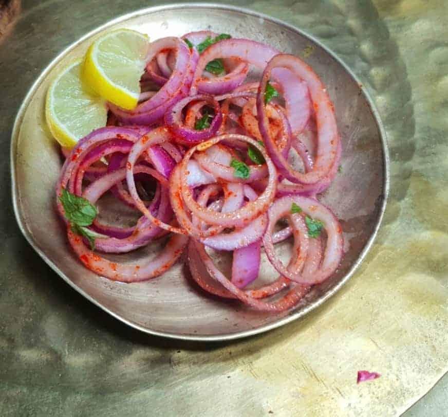 Roter Zwiebelsalat, genau wie in Indien