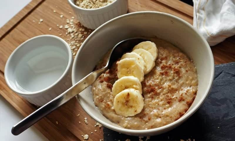 Haferbrei Rezept mit Zimt und Bananen: leicht und gesund