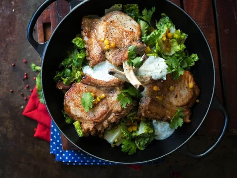 Kotelett mit Maissalat – super leckeres italienisches Rezept