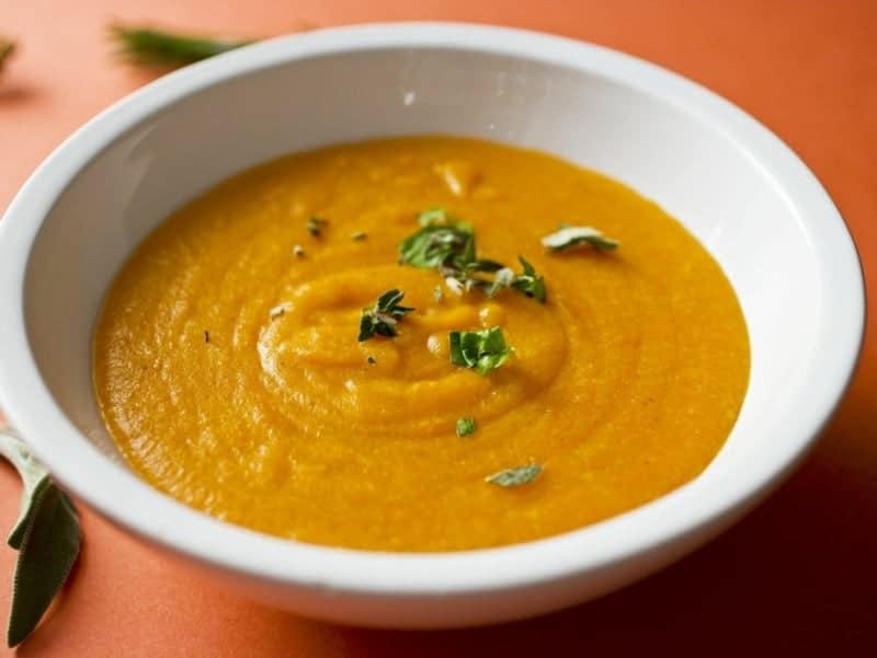 Cremige Karottensuppe mit Kartoffeln – leichtes Rezept