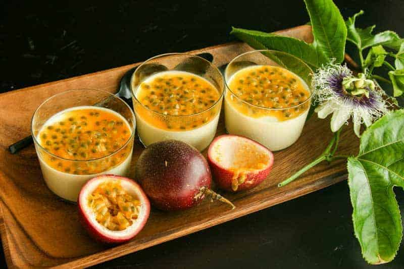 Leckere Panna Cotta mit Zitronengras und Kokosmilch