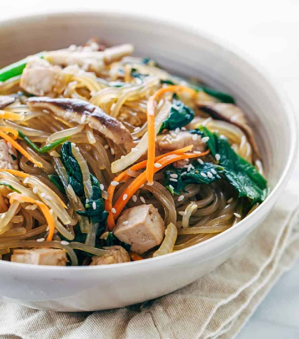 Japchae – Koreanische Glasnudeln mit Tofu