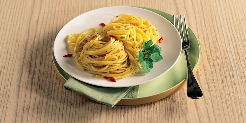 Spaghetti Aglio Olio: leichtes Rezept aus Bella Italia!