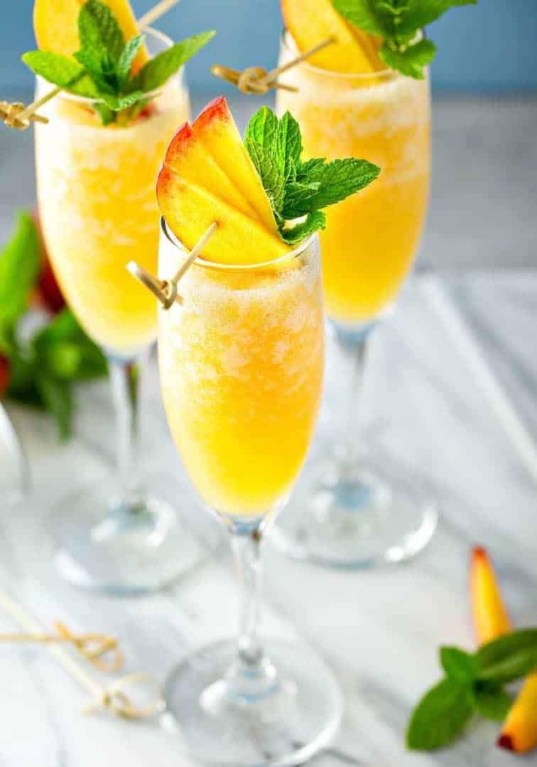Hervorragendes Rezept für Bellini mit gefrorenen Pfirsichen!