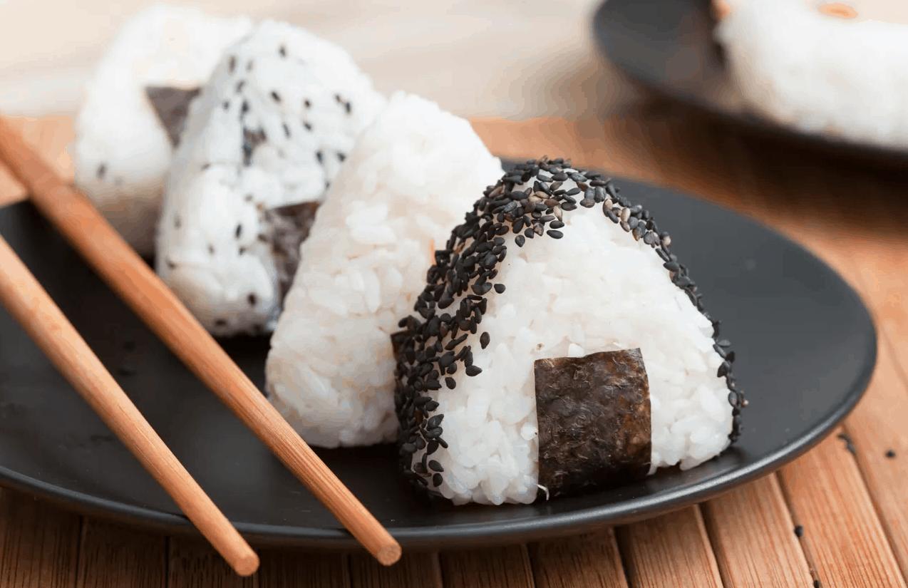 Onigiri, tolles Rezept für japanische Reisbällchen