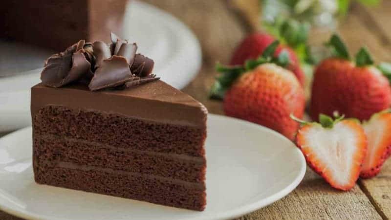 Torte Schokolade und Erdbeeren