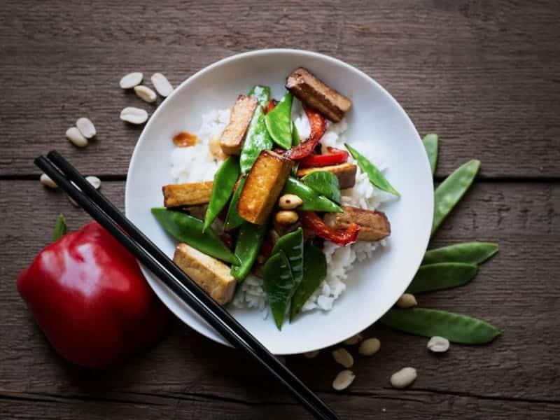Tofu mit Zuckerschoten und Chili: gebraten & sehr, sehr lecker