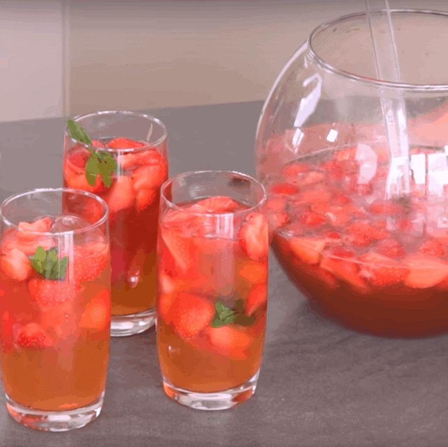 Bowle mit Erdbeeren, lecker mit nur 5 Zutaten