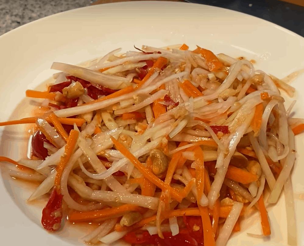 Kohlrabi Rezepte: lecker Thai Salat in 10 Min