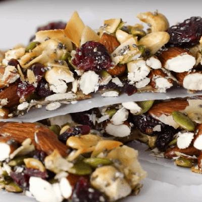 Snacks, Granola-Bars servieren